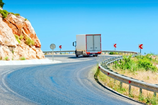 What CDL Drivers Must Know About Mountain Driving