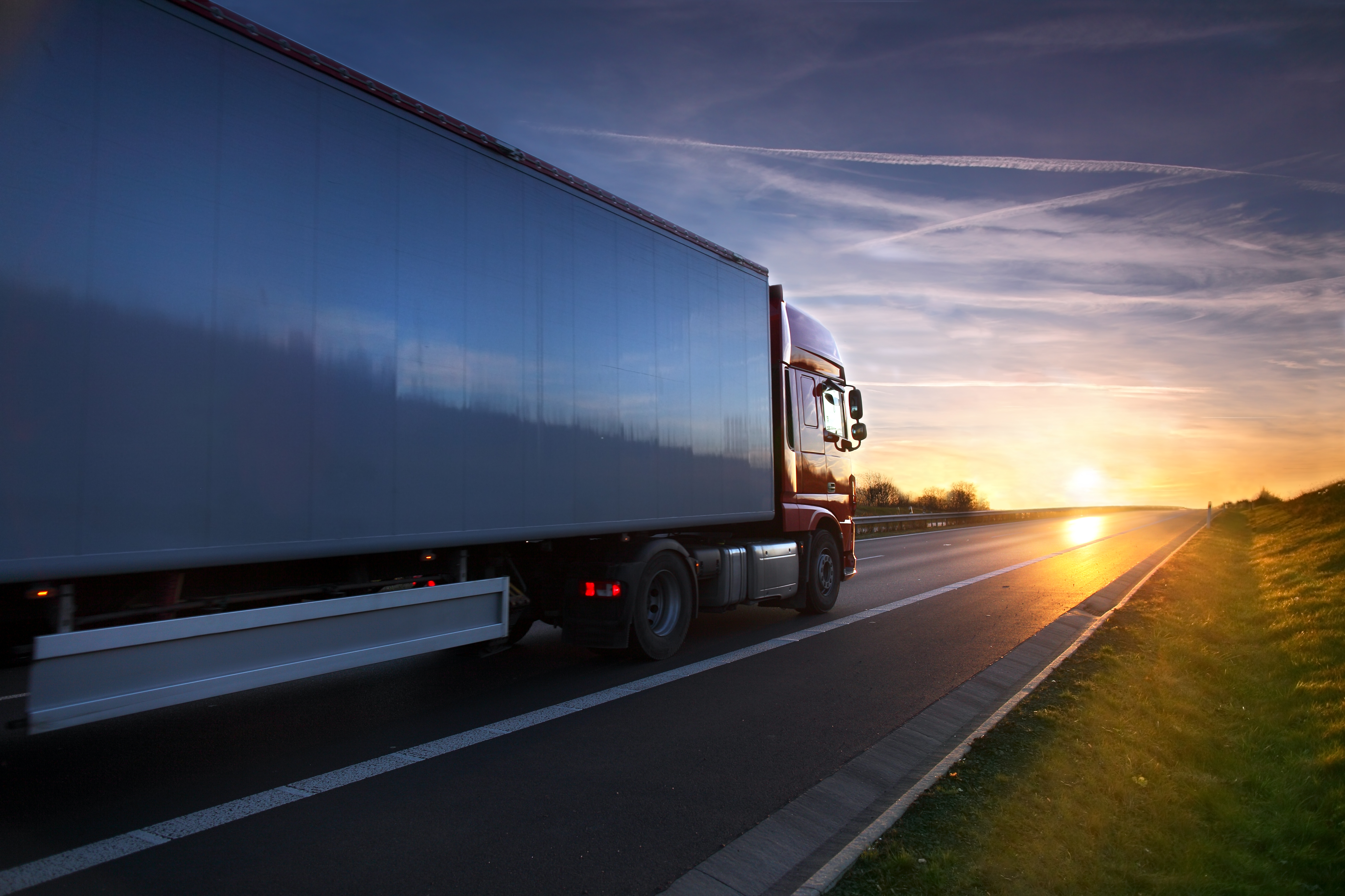 4 Great Reasons to Become a Truck Driver